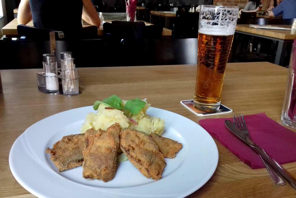 Пльзень, Чешская Республика, Пльзень, Чехия: в Пльзене вы можете попробовать типичную чешскую кухню. Пльзень (plzen), Чехия Пльзень (Plzen), Чехия pilsen restaurant beer factory