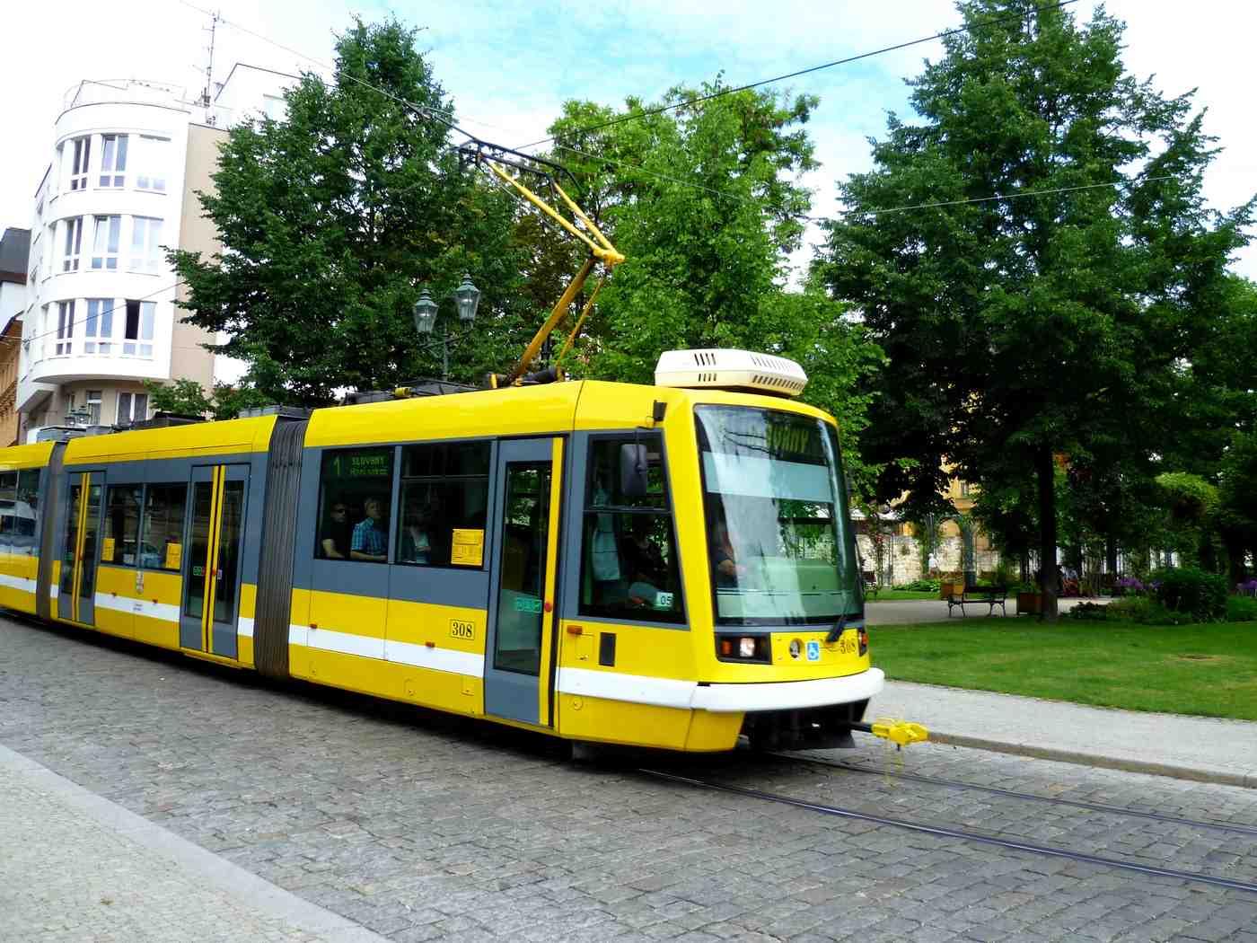 Вы можете использовать трамвай, автобус или троллейбус в Пльзене. Пльзень (plzen), Чехия Пльзень (Plzen), Чехия pilsen tram